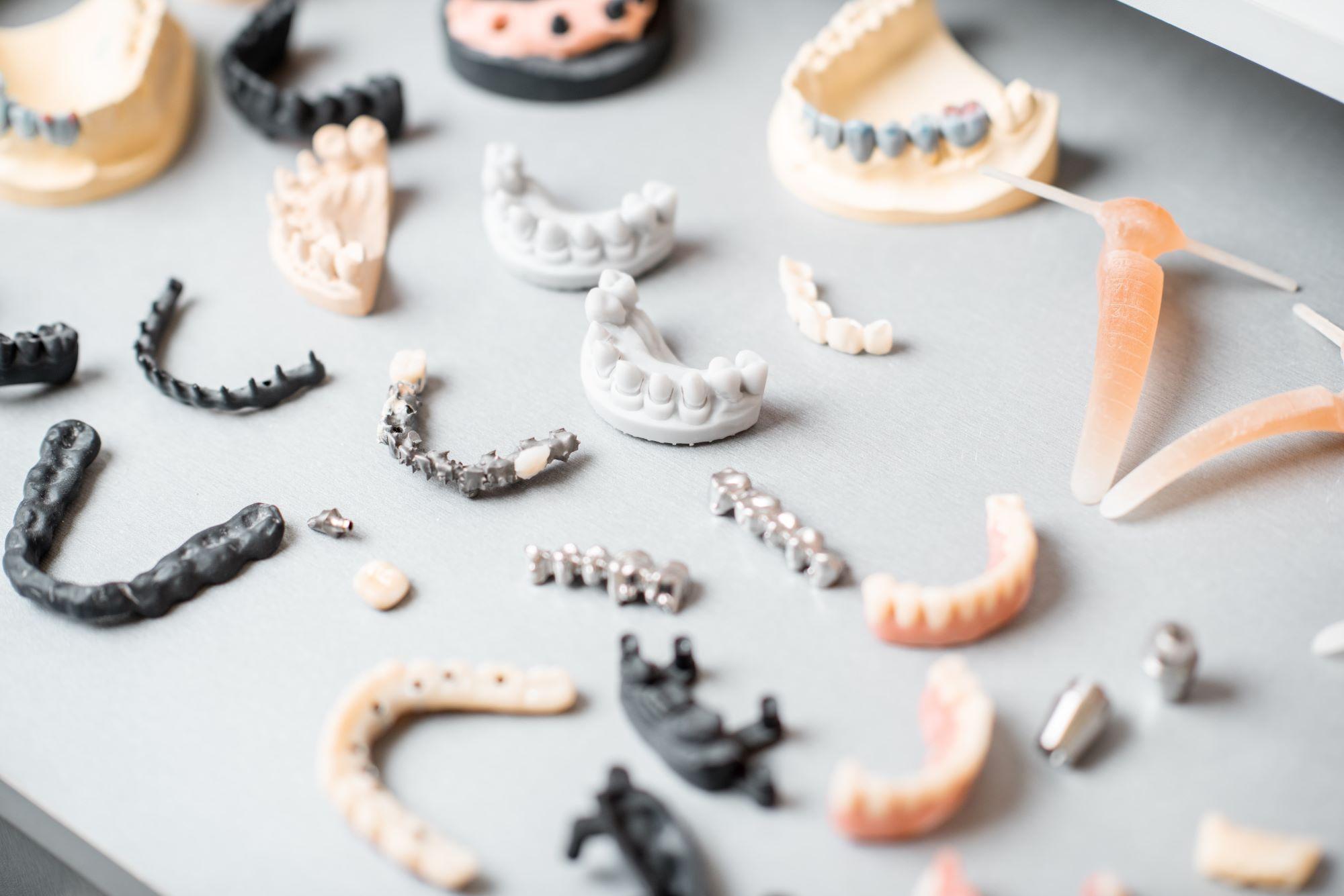 假牙種類多,這篇帶你快速認識假牙種類
