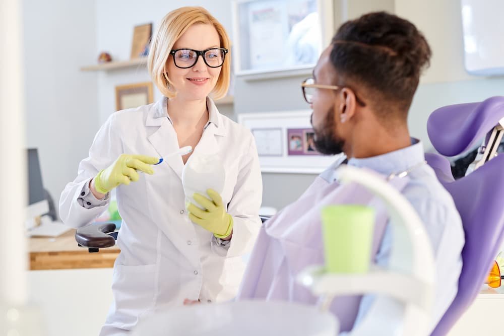 female-dentist-explaining-hygiene-rules-Y4P8RTQ (1)